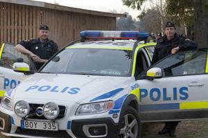 Vid åttatiden var det en lugn kväll konstaterade lagens långa arm. Poliserna Johan Olsson och Mårten Stål hoppades att det skulle fortsätta vara så under natten.