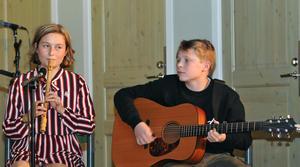 Elsa och Edvin Lundgren, framtidens folkmusiker. Bild: Rolf Granqvist