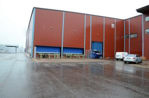 Efter fem månader står den nya hallen på plats, det som saknas är vissa maskiner, vilka kommer först i vinter.