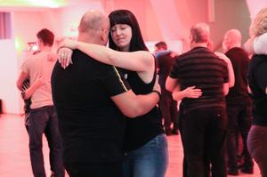 Dansen beskrivs som både intensiv och passionerad.