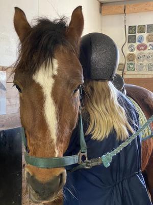 Ingrid med ponnyn Oktan.