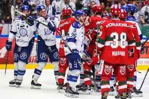 Det blev stökigt efter den fjärde SHL-kvalmatchen som Leksand vann mot Mora (2–1). Foto: Daniel Eriksson/Bildbyrån