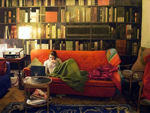 """...""""Den röda soffan"""" av Karin Broos."""