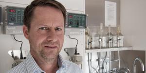 Arbogas VA-chef Ulf Zackrisson tror inte att det går att utreda hur bakterierna hamnade i vattenprovet i förra veckan.