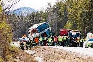 Foto: Mikael Andersson Ett stort räddningspådrag inleddes när olyckan inträffat vid väg E45.