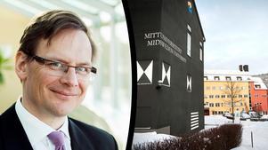 Mittuniversitetet har utrustat sin rektor Anders Fällström med personlarm, sedan en professor på universitetet påstås ha riktat dödshot mot honom. Även andra medarbetare har fått personlarm av samma skäl.