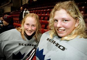 Sara Grahn (höger) tillsammans med Kim Martin. Duon spelade tillsammans under flera år i Damkronorna. Foto: Sofie Isaksson.