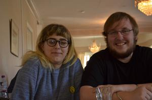 Christopher Pennington och Emilia Stjernfeldt satte igång projektet som nu har resulterat i dataspelet Minecraft på älvdalska. Foto: Björn Rehnström