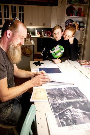 Familjen har gjort många efterforskningar för att ta reda på så mycket som möjligt om husets historia.