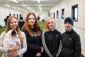 Elina Koivisto, Nathalie Rossbäck, Ida Ling och Alva Madsen visade upp banan under invigningen.