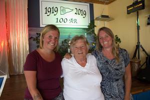 Hanna Tuner, Gunnel Hedlund och Carin Ahlbäck har regisserat och skrivit manus för kvällens damernas revy.