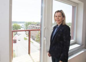 – Det känns jättebra att vi kan erbjuda nya bostäder då bostadsbristen är så enorm, säger Nynäshamnsbostäders vd Sanja Batljan.