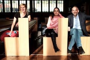 Therese Linder, Tanya Fredriksson och Mikael Ericson jobbar för att göra Centrumkyrkan till ett kafé.