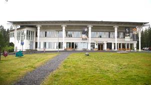 Anställda på Västernorrlands museum är kritiska mot ledningen som man tycker leder verksamheten på ett felaktigt sätt.