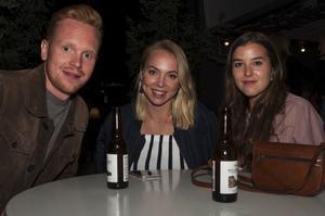 Fredrik Jansson, Erika Jansson och Johanna Wernmo på Brasseriet. Bild: Fabian Zeidlitz