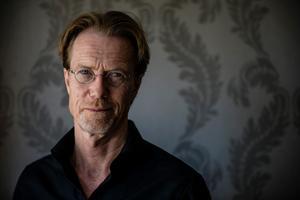 Marc Femenia/TT Under Anders Roslunds författarkarriär har han alltid samarbetat med andra. Nu står han för första gången ensam i offentligheten. Nya boken