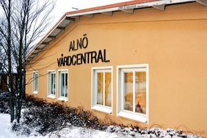 Insändarskribenten frågar sig varför kan man inte behålla en fungerande verksamhet med befintlig personal och patienter på Alnö vårdcentral.