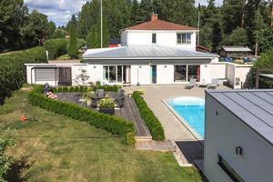 Denna villa med pool kom på plats sex på Klicktoppen för vecka 10. Foto: Svensk Fastighetsförmedling Falun