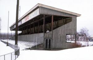I början av 1970-talet hade den södra träläktaren gjort sitt. Den här bilden är tagen kort före rivningen. (Bildkälla: Örebro stadsarkiv)