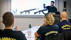 Under fyra dagar har ett 60-tal medarbetare i operativ tjänst på räddningstjänsten i Västerås fått en utbildning i att agera på en plats där det inträffat ett terrordåd. Här med Jacob Söderbergh, instruktör från säkerhetsföretaget 2Secure.