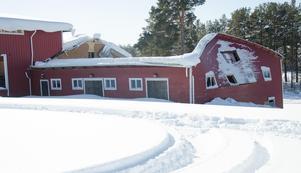 Det var i mars 2018 som taket och ena gaveln på Fröjdholmens dansbana gav vika för snömassorna.