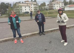 Tillbaka på boulebanan var Christina Jonsson, Hasse Nilsson och Astrid Eriksson. Foto: Per Söderberg
