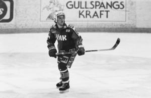 Håkan Åhlund årsmodell 1987, i ÖIK-dressen i en match mot Timrå som örebroarna vann med 7–2. Bild: Bildbyrån