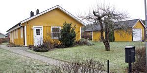 Hästskogatan 8 i Köping har bytt ägare för 2 660 000 kronor.