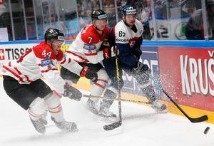 Martin Bakos, längst till höger, i en match mot Kanada i VM 2016. Bakos blir en sevärdhet i Mora i vinter tror klubbens sportchef.