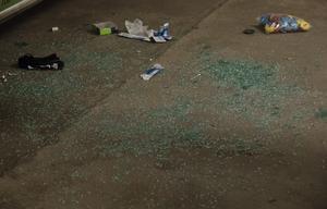 Flera bilar hade fått rutor spräckta och haft inbrott.