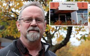 Sverigedemokraternas Stig Malmberg är både kritisk och frågande till Folktandvårdens behandling av medborgarna i västra Medelpad.