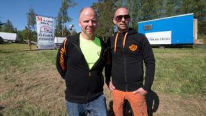 Arrangörerna Kenth Pettersson och Andreas Werner från Karbenning Goif känner sig nöjd av att det har blivit fler deltagare i loppet.
