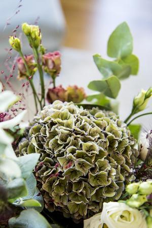 Färska blommor ger hemmet en härlig känsla.