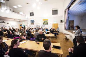 Det var många som var på plats i Lunde för att tycka till om förslaget om att lägga ned Grämestaskolan och Ytterlännässkolan. Många av besökarna kände dock att det var en monolog och inte en dialog.