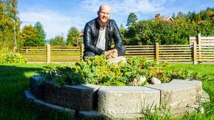 Thomas Sköldborn har ett brinnande intresse för trädgårdsdesign och trädgårdsarbete. Särskilt kul är det att mura.