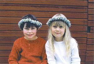 Kompisar från första stund. När familjen Einarsen flyttade från Norge till Arbrå fann femåringarna Britta Hans-Ers och Madelen Einarsen varandra direkt. Till att börja med hade de lite svårt med språket.