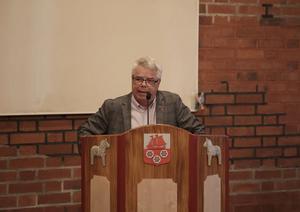 Göran Carlsson, projektledare i Dalarna, värmde upp fullmäktige i Smedjebacken inför den lokala storregionsdebatten.