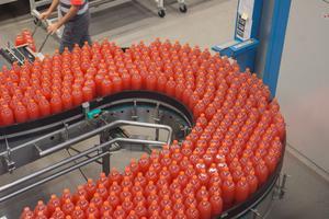 I dag är PET-flaskorna som tillverkas vid Coca-Cola i Jordbro gjorda av 40 procent återvunnen plast.