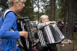 Yvonne Sjöstedt från Härnösand har dragspelandet med sig från föräldrarna.