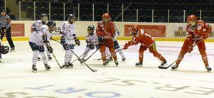 Modo försöker komma till avslut. Linköping jobbade bra framför målen. Modo förlorade båda hemmamatcherna i helgen.