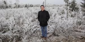 Peter Reeve från Melbourn är själv en av aktieägarna i Aura Energy som vill öppna gruva under detta kalhygge i skogen väst om 321:an.