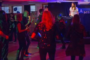 Det är inte varje dag Gävleborna får chansen att dansa disco mellan bokhyllorna på biblioteket.