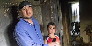 Basim Jerri Yousif och sonen Mahdi i källaren där branden startade.