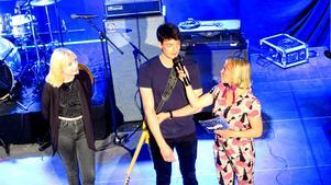 Lotta Flink och Stefan Stanojevic i Purely Blue samtalar med konferencier Frida Scar (Frida Olsson) under Imagine Swedens riksfinal på Gävle Konserthus. Imagine är en del av den internationella organisationen Jeunesses Musicales.