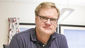 Mikael Jansson, teknisk chef på Avesta kommun, är upprörd över klottret i skateparken.