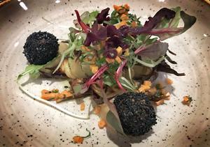 Lakto ovo-vegetarianer kan njuta rejält av menypaketet på Högbo. På dessertbuffen är det tydligt markerat vad som innehåller ägg eller grädde, och vilka som är helt vegetariska.