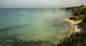 Fin badvik nära källan som kallas Afrodites bad, på den nordvästra delen av kusten.