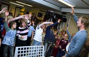Genrep. I går genrepade eleverna i Solvarbo skola inför sitt första riktiga publikframträdande på Falukalaset nu på söndag klockan 12.15.