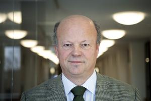 Statsheraldikern Henrik Klackenberg.