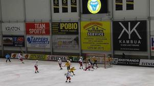 Robert Dammbros skjuter in 4–3 för Broberg. Bild: Mittmedia.